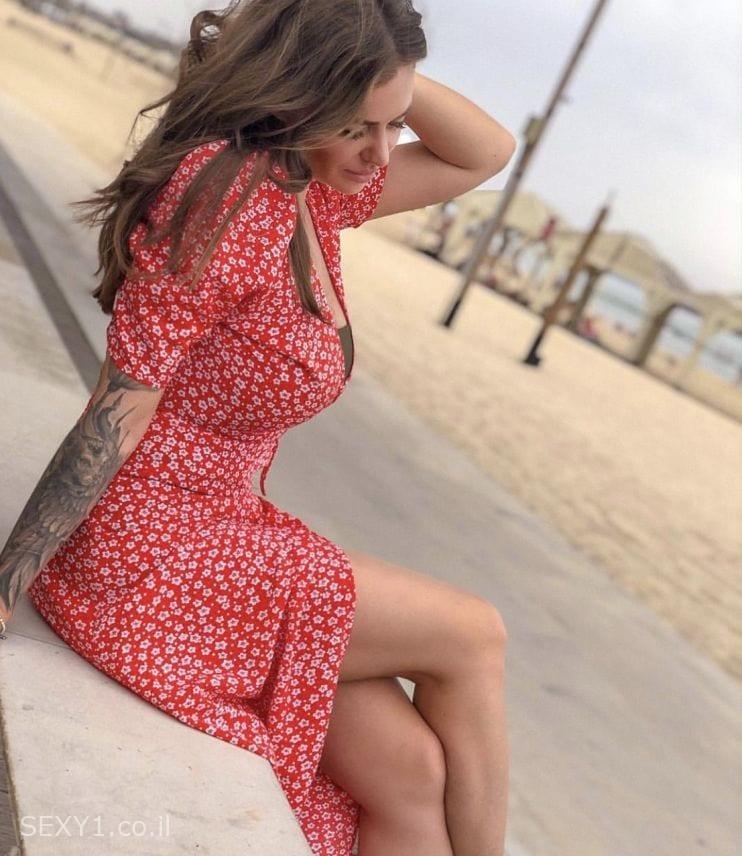 מוניקה בת 23